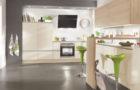 A fa hatású konyhabútorok természetes eleganciája